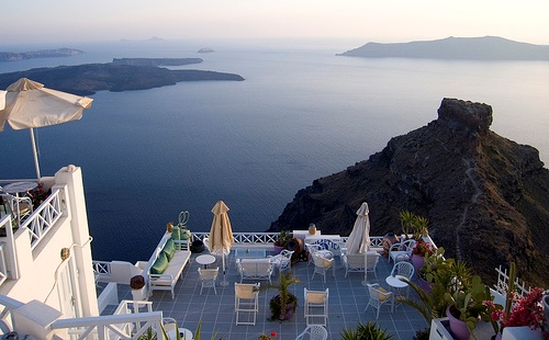 santorini-view-caldera-greece|credits:ehpien(flickr)