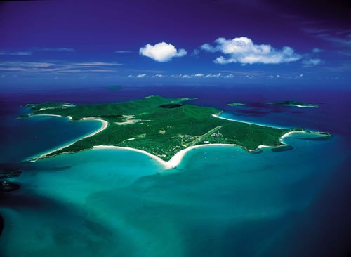 beautiful pictures of islands. This very beautiful island on Australia's Great Barrier Reef offers a