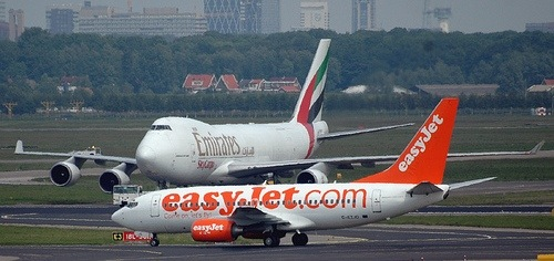 easyjet-737and-emirates-747-boeing