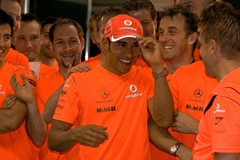 lewis-hamilton-grand-prix-brazil-celebration-2008