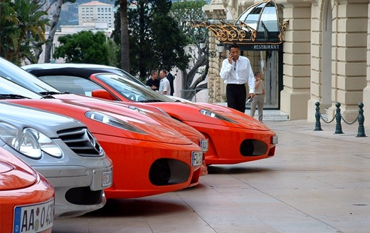 luxury-cars-ony-high-street-in-monaco