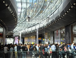 Westfield-Stratford_inside-crowd