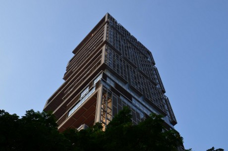 antilia-residence-mumbai-ambani-building-on-side_view