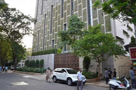 antilia-residence-mumbai-ambani-outside-gate